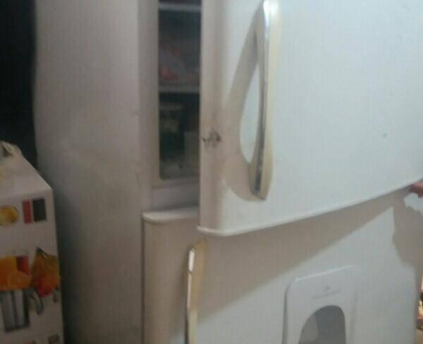 یخچال فریزر دو در الکترو استیل