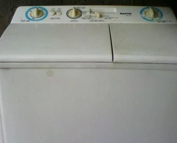 یک عدعد ماشین لباسشویی دو قو لو