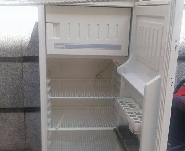 یخچال کاملا سالم و تمیز