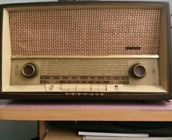 رادیو لامپی قدیمی در حد نو
