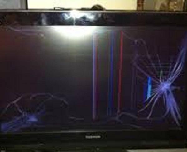 خریدار تلویزیون ال ای دی پنل شکسته یا ...