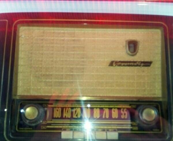 رادیو لامپی قدیمی.