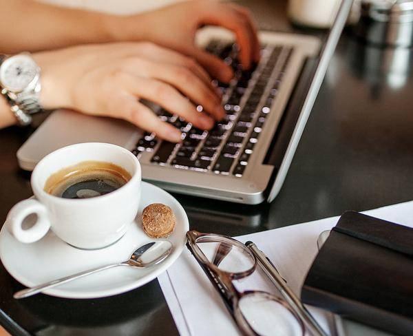 کار نویسندگی مطلب در منزل