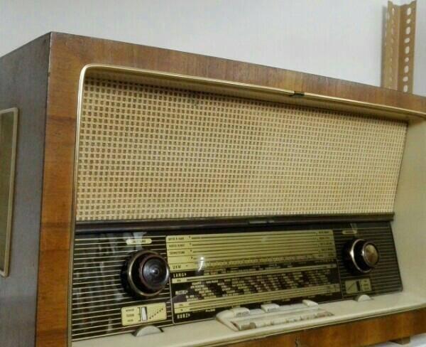 رادیو قدیمی لامپی