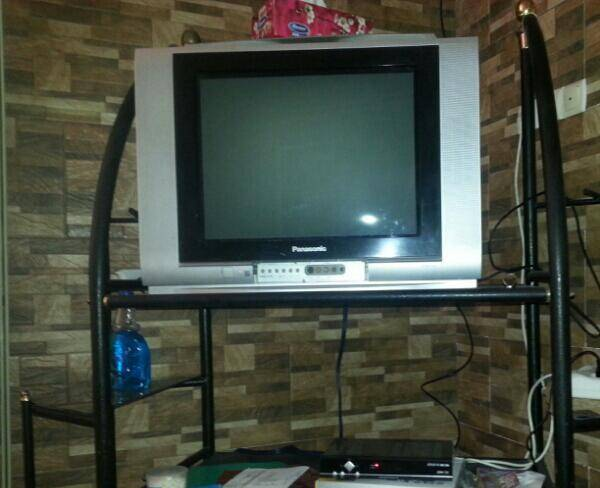 میز و تلوزیون